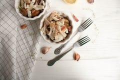 Potatis med calamarien och bacon royaltyfri bild
