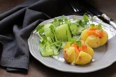 Potatis med gräddost royaltyfria foton