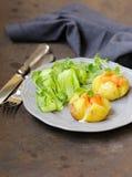 Potatis med gräddost arkivbilder