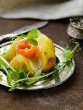 Potatis med gräddost royaltyfri fotografi