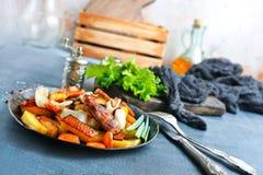 Potatis med meat royaltyfria foton
