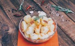Potatis med rosmarin fotografering för bildbyråer