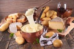 Potatis- och ostfondue royaltyfria foton
