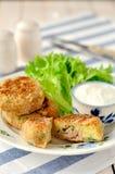 Potatis och Tuna Cakes arkivbild