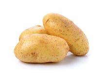 Potatis på vitbakgrund arkivfoton