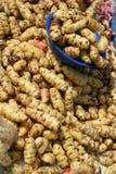 Potatisar i Cotacachi den utomhus- marknaden Royaltyfri Fotografi