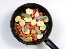 Potatisar med grönsaker royaltyfria foton