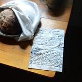 Potatisbröd med handskrivet recept Royaltyfri Foto