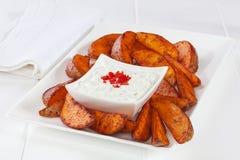 PotatisWedges och dopp Royaltyfri Foto