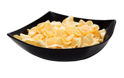 Potato chips on a black plate Royalty Free Stock Photos