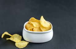 Potato chips in the bowl Royalty Free Stock Photos