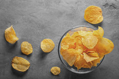 Potato chips in bowl with tomato juice in glass Stock Photography