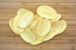 Potato chips on a cutting board Royalty Free Stock Photos