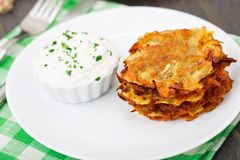 Potato pancakes with sour cream Stock Photography