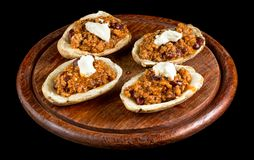 Potato topped with Chilli con carne and sour cream isolated on b royalty free stock photos