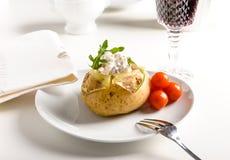 Potatoe cozido com camarões Foto de Stock