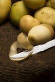 Potatoe descascado do bebê Fotografia de Stock
