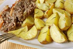 Potatoes roasted and meatloaf Royalty Free Stock Photos