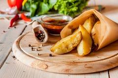 Potatos fritos calientes con la salsa Fotos de archivo libres de regalías