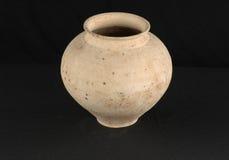 Pote de cerámica antiguo oriental Fotos de archivo libres de regalías