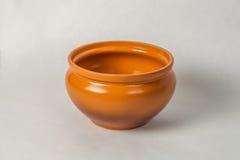 Pote de cerámica en un fondo blanco Foto de archivo libre de regalías