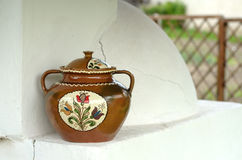 Pote de cerámica pintado Fotografía de archivo libre de regalías