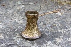 Pote de cobre del café Fotografía de archivo libre de regalías