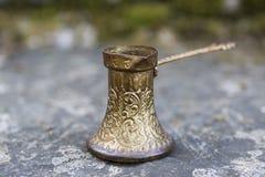 Pote de cobre viejo del café Imagen de archivo