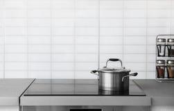 Pote de la cazuela en estufa eléctrica Fotografía de archivo