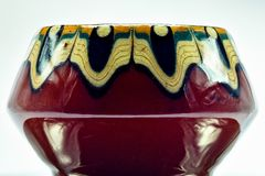 Pote de la porcelana con las grietas numerosas imagenes de archivo
