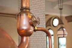Pote del alambique de la cerveza en la fábrica en Amsterdam imagen de archivo libre de regalías