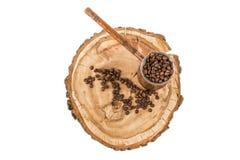 Pote del café con los granos de café en un fondo de madera Foto de archivo