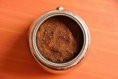 Pote del café de Moka Preparación del buen café fresco en casa fotografía de archivo libre de regalías