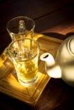 Pote del té con el vidrio, aún vida. Imagenes de archivo
