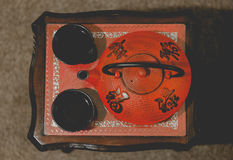 Pote japonés del té con las tazas Imágenes de archivo libres de regalías