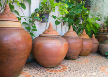 Pote tradicional del agua de la arcilla de Tailandia Foto de archivo