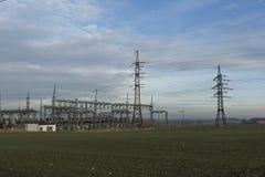 Poteau à haute tension électrique de pouvoir Photographie stock libre de droits