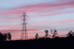 Poteau à haute tension avec le crépuscule Image libre de droits
