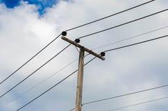 Poteau à haute tension de l'électricité Image stock