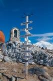 Poteau bas chilien de directions de l'Antarctique Photographie stock libre de droits