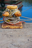 Poteau d'amarrage de port Photos stock