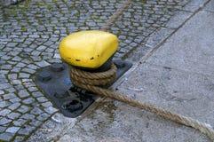 poteau d'amarrage pris Photo libre de droits