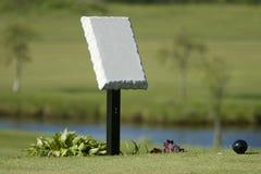 Poteau d'identification de té de terrain de golf Photographie stock