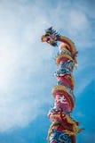 Poteau de dragon en ciel bleu Photos libres de droits