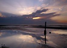 Poteau de guide de Fishermans, coucher du soleil Photos stock