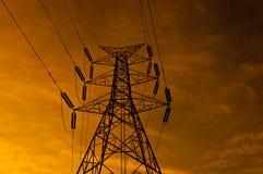 Poteau de l'électricité dans le coucher du soleil Images libres de droits