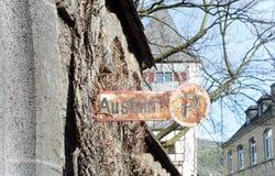 Poteau de signalisation allemand rouillé Ausfahrt Photos stock