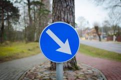 Poteau de signalisation bleu Photographie stock libre de droits