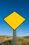 Poteau de signalisation jaune blanc images libres de droits