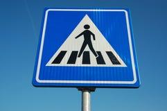 Poteau de signalisation ; passage clouté piétonnier Images libres de droits